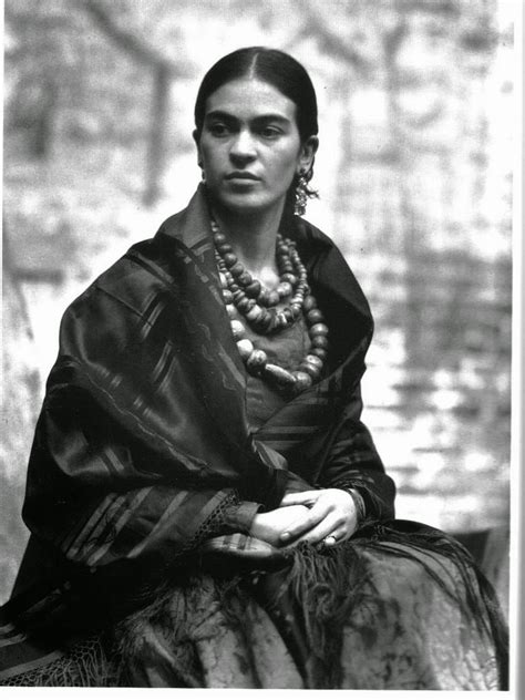 frida kahlo 40 fascinating black and white portraits of frida kahlo