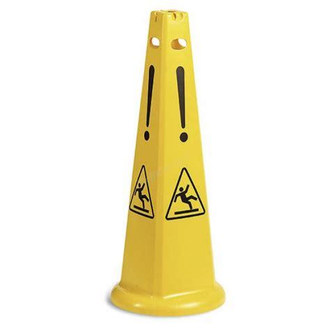 segnale pavimento bagnato segnale piramidale giallo pavimento bagnato