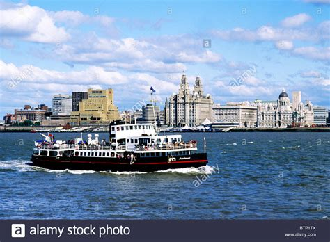 ferry boat liverpool liverpool and the mersey ferry from birkenhead merseyside