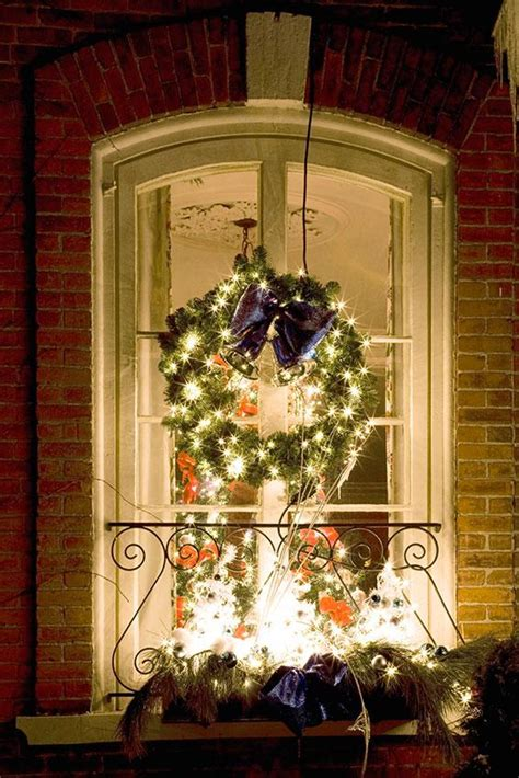 designing windows with christmas lights window wreath decorations