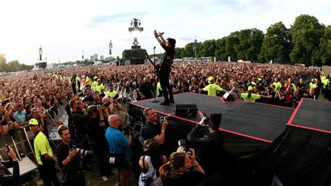 green day fan 65 000 green day fans singen bohemian rhapsody