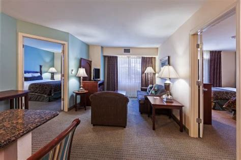 2 bedroom suite san antonio 2 bedroom suite with 2 seperate bathrooms and living area picture of staybridge suites san