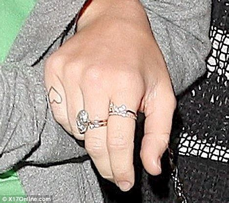 miley cyrus finger tattoos miley cyrus shows new as she arrives back