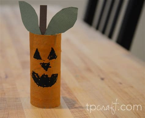 How To Make Sticks With Toilet Paper Rolls - 10 easy toilet paper roll crafts glue sticks