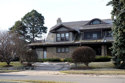 warren buffets house warren buffett s home zimbio