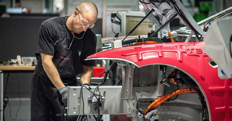 Working At Tesla Motors Tesla Motors News Tesla Workers Are Passing Out On The