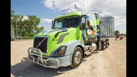 volvo trucks  custom volvo vnl named turbo turtle    cab youtube
