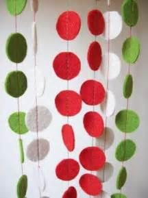 Marvelous Christmas Indoor Decorating Ideas #8: Felt-craft-ideas-handmade-decorations-garlands-1.jpg