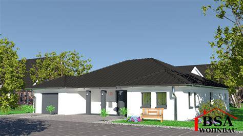 bsa wohnbau gro 223 z 252 giger walmdachungalow mit integrierter garage bsa
