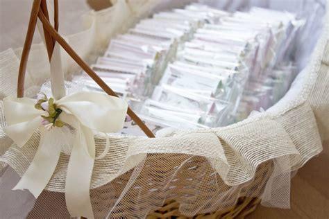 decorar cestas para bodas cestas de mimbre para bodas decora tu boda con mimbre