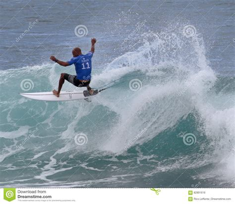 kelly slater surfing pipeline kelly slater editorial photo image of crown kelly male