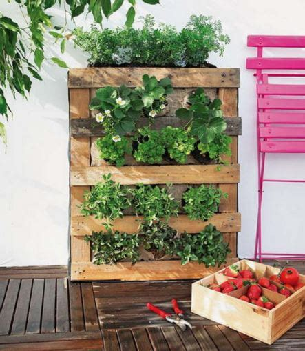 how to build a vertical wall garden 5 projets en palette pour le jardin