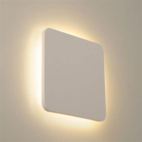 eclairage applique une applique carr 233 blanche en pl 226 tre led a retrouver sur