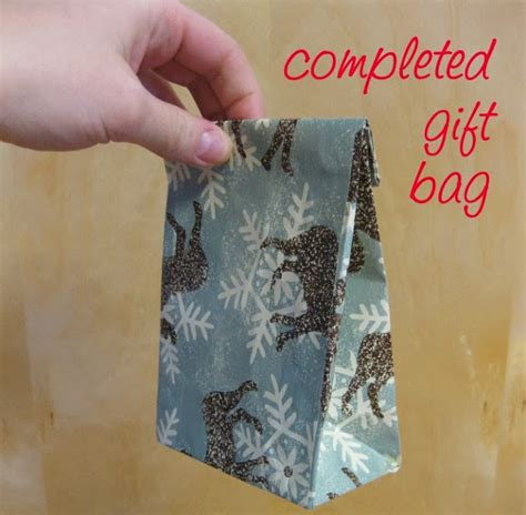 How To Make Gift Bags Out Of Wrapping Paper - gift bags out of wrapping paper diy craft projects