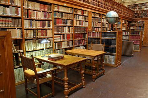 libreria comunale file biblioteca montserrat jpg wikimedia commons