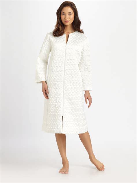oscar de la renta robe oscar de la renta quilted robe in white lyst