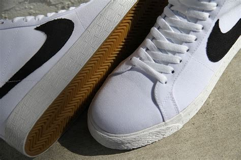 Sepatu Sneakers Nike Sb Blazer 05 nike sb blazer mid canvas white gum sneaker bar detroit