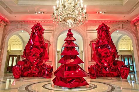 top ten hotel lobby christmas decorations trees at luxury hotels around the world pursuitist