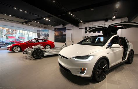 scow prices tesla lowers price of model s x 100d by 3 500 and p100d