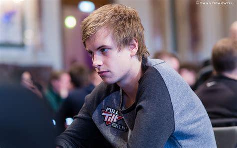 viktor blom discusses tournaments  dislike  tv tables  big    drop pokernews