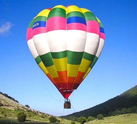 mongolfiera volante recensione la mongolfiera il monte tambura e il tappeto