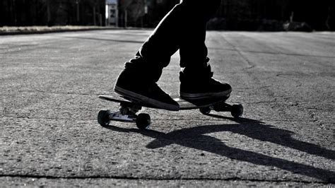 Skateboard Wallpaper Black And White | black and white skateboarding monochrome skates wallpaper