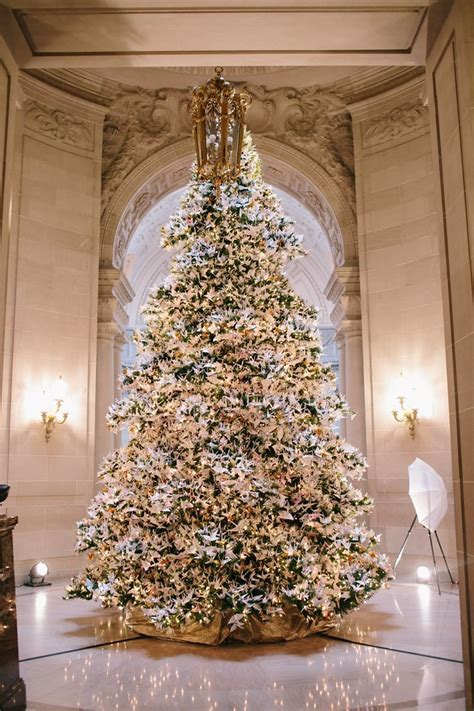 Dreamy Christmas wedding with a beautiful Christmas tree