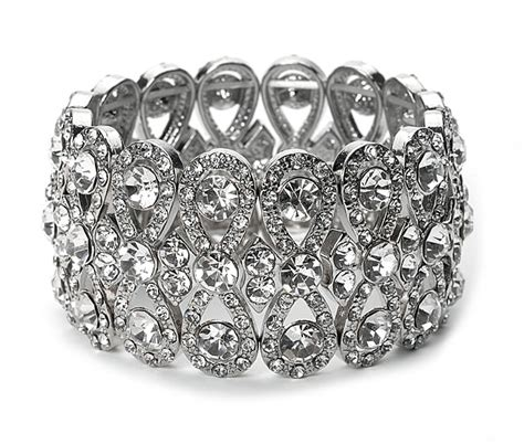 Demonstration of wedding rhinestone bracelet for bridal loveliness