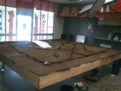 1/24 scale indoor offroad dirt racing!!   TrueStreetCars.com