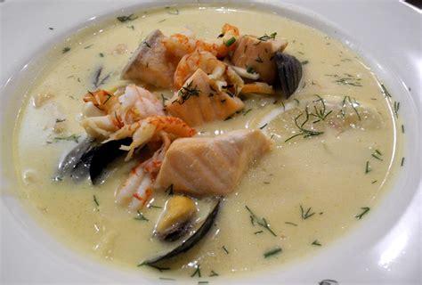 cucinare brodo di pesce fiskesuppe la zuppa di pesce norvegese fiveoclock