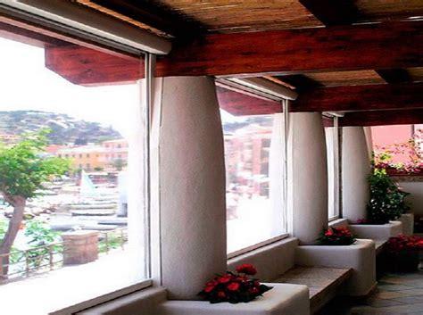 balcone chiuso a veranda chiusura balcone con vetri e tende antivento e antipioggia
