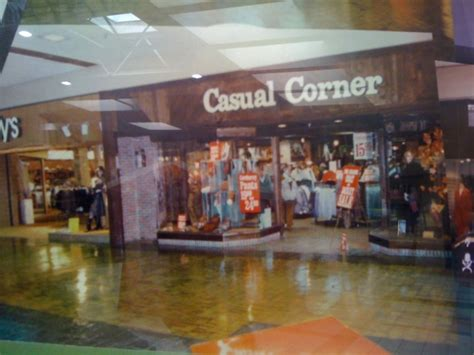 casual corner beverlys 1980s labelscar