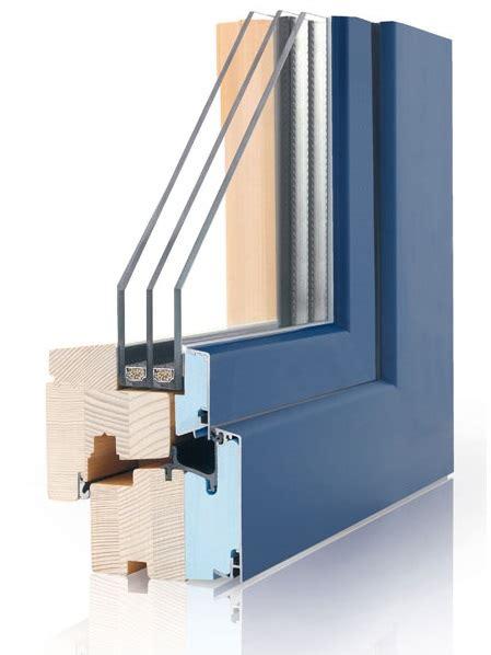 davanzali in legno davanzali interni in legno davanzale finestra stock