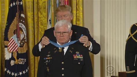 honor 10 sẽ c 243 meet capt gary medal of honor recipient cbs news