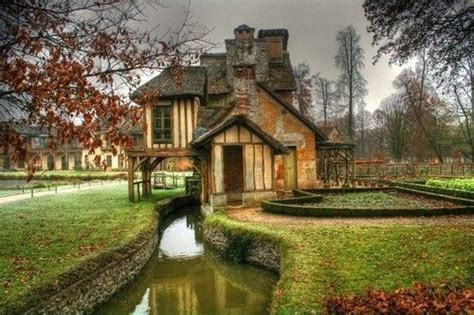 house with a moat house with moat awesome homes pinterest