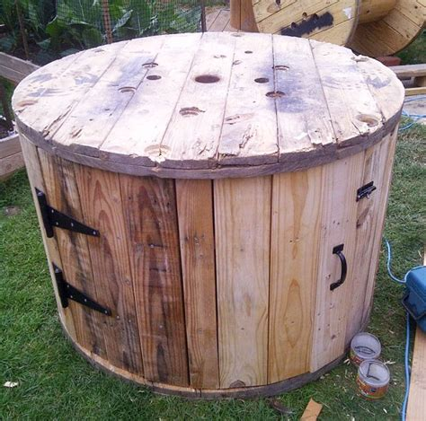 armadietto fai da te fai da te con bobine di legno 30 idee per il riciclo
