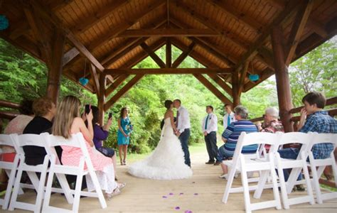 pick pigeon forge wedding venues eden crest vacation rentals pigeon forge tn wedding venue