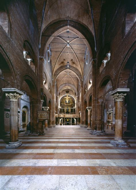 duomo di modena interno cattedrale torre civica e piazza grande di modena