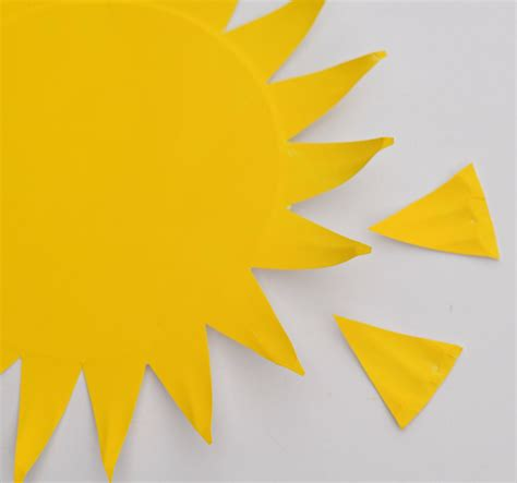 Paper Plate Sun Craft - easy paper plate sun for day of summer