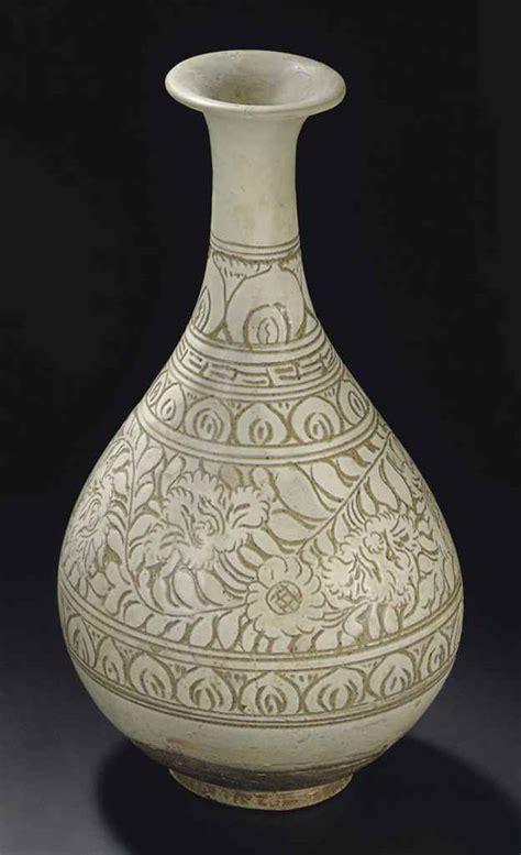 a cizhou sgraffiato pear shaped vase yuhuchunping
