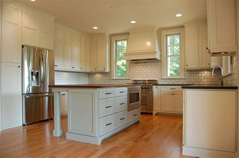 fieldstone kitchen cabinets 17 best images about kitchens on pinterest kashmir white