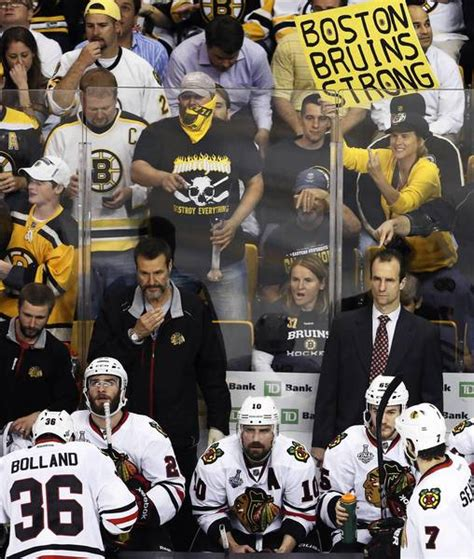 girl behind blackhawks bench for second time woman gives chicago athlete one finger