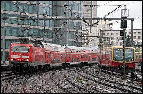 zoologischer garten regionalverkehr db 143 251 7 mit einem unbekanntem regionalexpress berlin