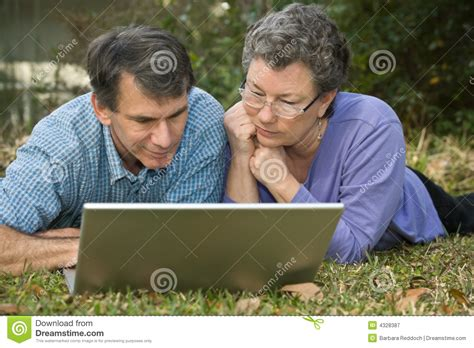 Couples Free Web Senior Surfing The Web Royalty Free Stock
