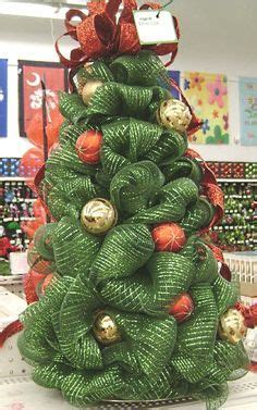 mesh christmas tree mesh and christmas trees on pinterest