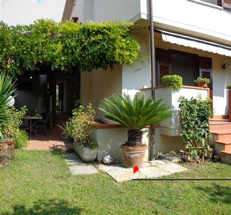 immagini di villette con giardino villa in vendita a ghezzano di 185mq con giardino e garage