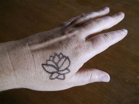 how to pen tattoo yourself make temporary tattoos lovetoknow