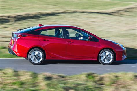 new toyota hybrid new toyota prius hybrid pictures carbuyer