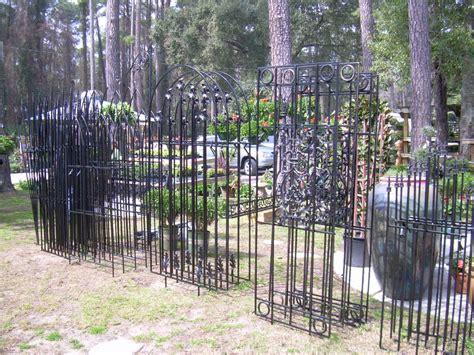 Iron Garden Trellis by Trellis Bocelli Style