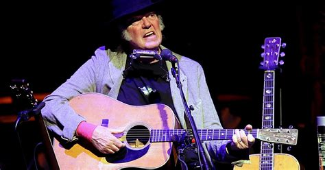 neil young fan page 20 insanely great neil young songs only fans know